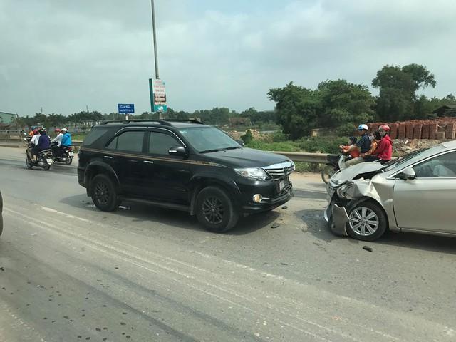 Bắc Ninh: Toyota Fortuner vượt ẩu gây tai nạn kinh hoàng cho Toyota Vios  - Ảnh 2.