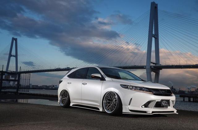 SUV của Toyota bị biến thành bản độ chân vòng kiềng - Ảnh 7.