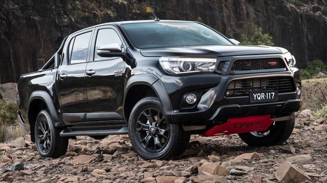 Toyota Hilux sẽ hầm hố hơn để cạnh tranh Ford Ranger Raptor
