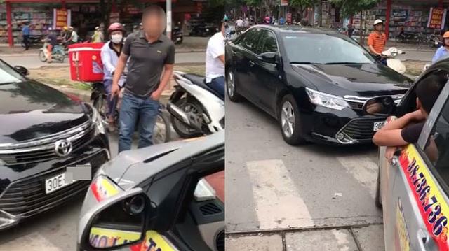 Hà Nội: Toyota Camry chạy lấn làn, bị xe taxi ép phải lùi lại