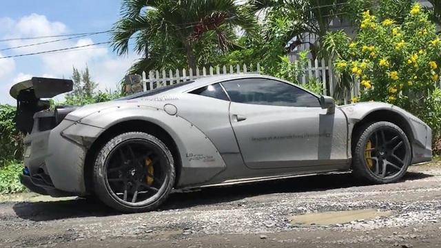 """Choáng với màn vượt ổ gà của """"siêu phẩm"""" Ferrari 458 Italia độ Liberty Walk tại Tiền Giang"""