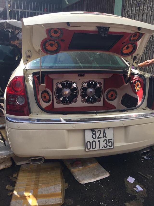 Chrysler 300C độ lao vào trung tâm thương mại Pleiku, 3 người bị thương nặng - Ảnh 4.
