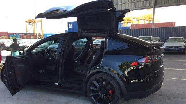SUV điện Tesla Model X P100D thứ 2 cập bến tại Việt Nam, giá từ 8 tỷ Đồng