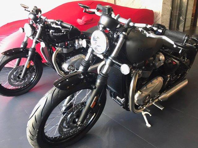 Cường Đô-la tậu cặp mô tô cổ điển Triumph Bonneville Bobber 2017, tổng trị giá hơn 1,1 tỷ Đồng - Ảnh 1.