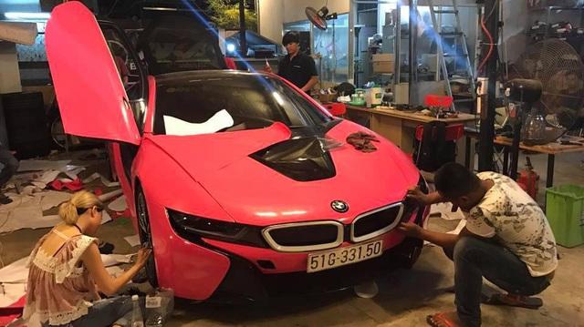 BMW i8 của hot girl Sài thành lại thay áo màu cá tính