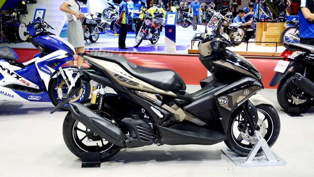 Yamaha trình làng NVX 155 bản giới hạn, khác biệt từ màu sơn và giảm xóc sau