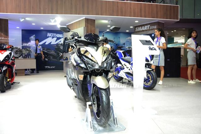 Yamaha trình làng NVX 155 bản giới hạn, khác biệt từ màu sơn và giảm xóc sau - Ảnh 2.