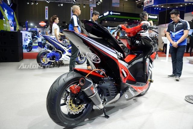 Bộ đôi Yamaha NVX 155 độ chính hãng ấn tượng tại triển lãm VMCS 2017 - Ảnh 6.