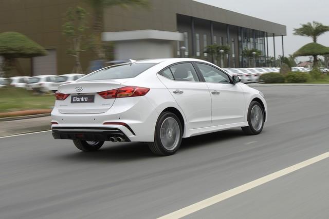 Thêm 70 triệu đồng, người dùng nhận được thêm gì từ Hyundai Elantra Sport? - Ảnh 6.