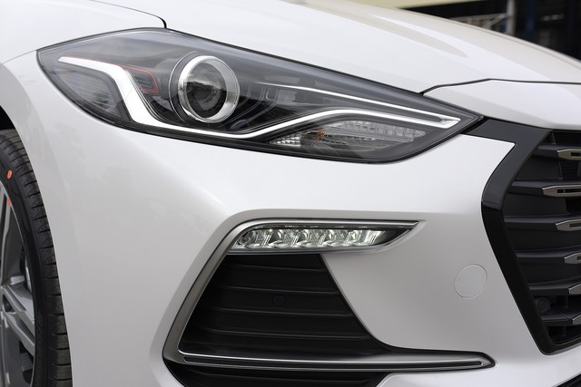 Đấu Mazda3, Hyundai Elantra Sport giá 729 triệu đồng tại Việt Nam - Ảnh 8.