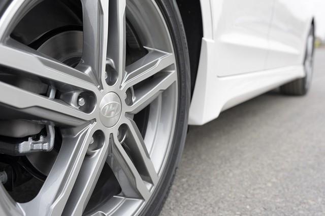 Đấu Mazda3, Hyundai Elantra Sport giá 729 triệu đồng tại Việt Nam - Ảnh 12.