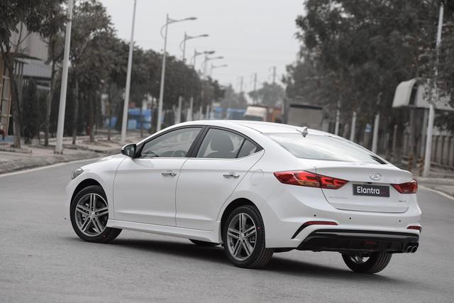 Đấu Mazda3, Hyundai Elantra Sport giá 729 triệu đồng tại Việt Nam - Ảnh 1.