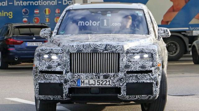 SVU siêu sang đầu tiên của Rolls-Royce sẽ bí mật chào hàng giới siêu giàu  - Ảnh 4.