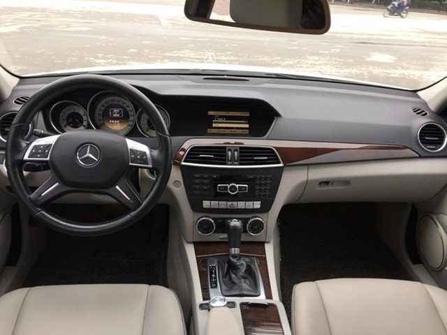 Có 740 triệu đồng, chọn Mazda3 2.0 mới hay Mercedes-Benz C250 2012? - Ảnh 4.