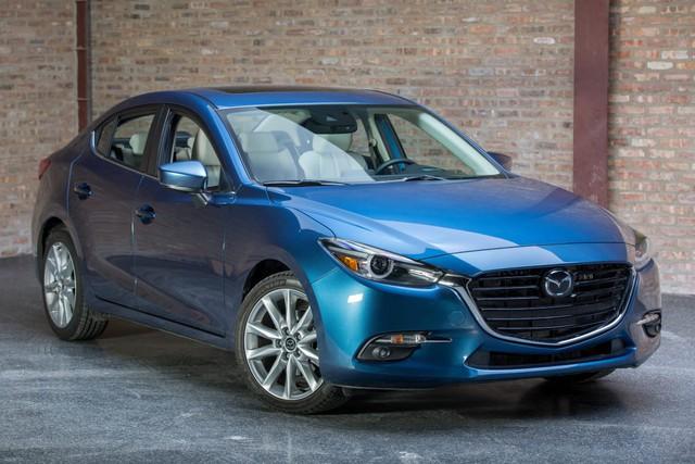 Có 740 triệu đồng, chọn Mazda3 2.0 mới hay Mercedes-Benz C250 2012? - Ảnh 6.
