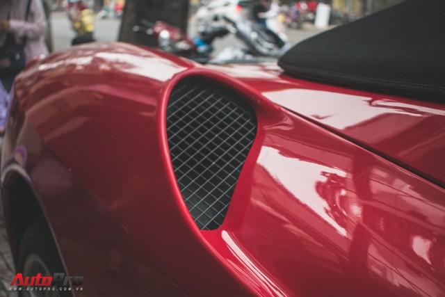 Hàng hiếm Ferrari F430 Spider tháo bánh lau chùi trên vỉa hè Sài Gòn - Ảnh 13.