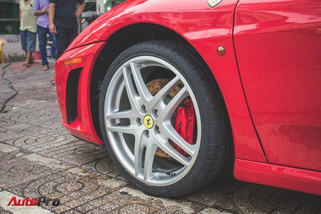 Hàng hiếm Ferrari F430 Spider tháo bánh lau chùi trên vỉa hè Sài Gòn - Ảnh 14.