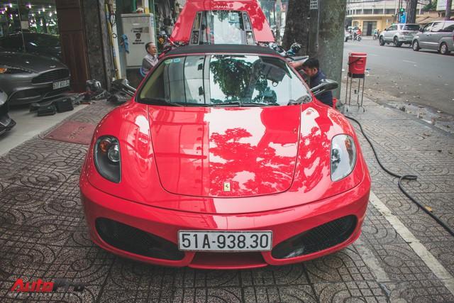 Hàng hiếm Ferrari F430 Spider tháo bánh lau chùi trên vỉa hè Sài Gòn - Ảnh 3.