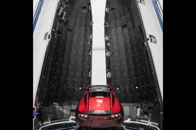 Tesla đưa Roadster... lên vũ trụ để lưu lạc 1 tỉ năm - Ảnh 1.