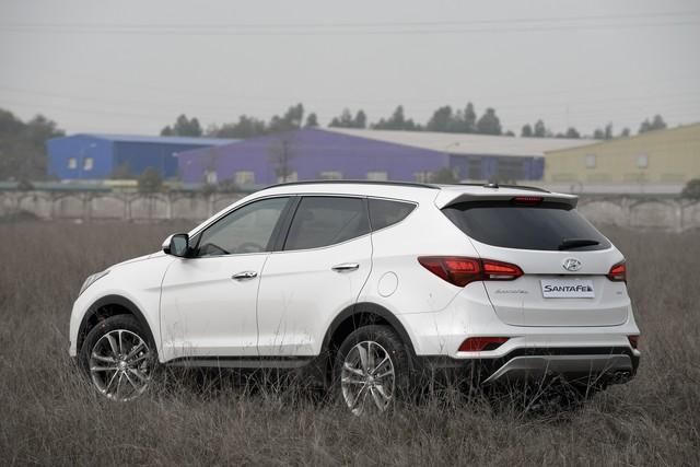 SUV 7 chỗ, chọn Honda CR-V 2018 hay Hyundai Santa Fe 2017? - Ảnh 5.