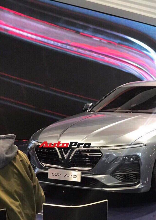 VinFast gấp rút chuẩn bị sân khấu đầy bí ẩn cho màn ra mắt lịch sử tại Paris Motor Show 2018 - Ảnh 3.