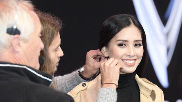 Hoa hậu Tiểu Vy khoe nhan sắc rạng rỡ, tất bật tập luyện cho sự kiện ra mắt ô tô VINFAST tại Paris