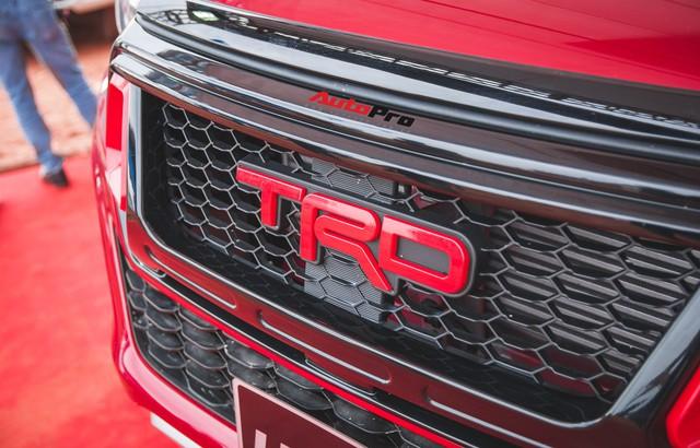 Soi kĩ Toyota Hilux TRD Sportivo 2018 lần đầu tiên ra mắt tại Việt Nam - Ảnh 4.