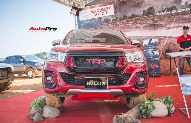 Soi kĩ Toyota Hilux TRD Sportivo 2018 lần đầu tiên ra mắt tại Việt Nam - Ảnh 1.