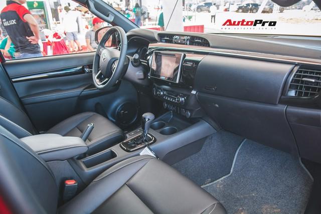 Soi kĩ Toyota Hilux TRD Sportivo 2018 lần đầu tiên ra mắt tại Việt Nam - Ảnh 15.