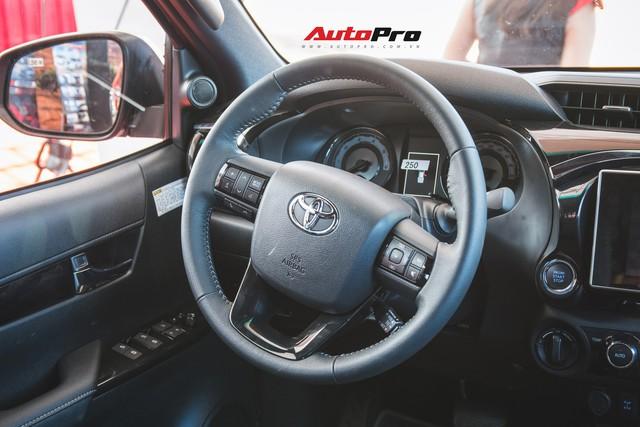 Soi kĩ Toyota Hilux TRD Sportivo 2018 lần đầu tiên ra mắt tại Việt Nam - Ảnh 19.