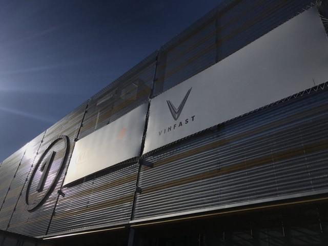 VinFast gấp rút chuẩn bị sân khấu đầy bí ẩn cho màn ra mắt lịch sử tại Paris Motor Show 2018 - Ảnh 8.