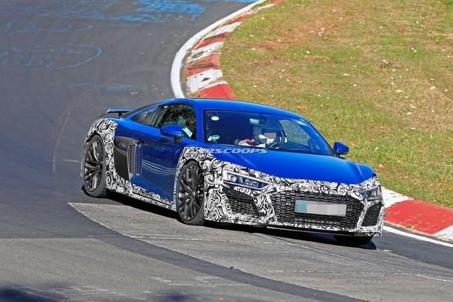Audi R8 facelift xuất hiện lần đầu tại Nurburgring - Ảnh 2.