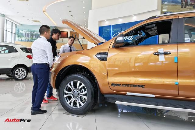 Khách Việt mòn mỏi chờ Ford Ranger chạy thuế, thêm tiền vẫn không thể lấy nổi xe - Ảnh 1.