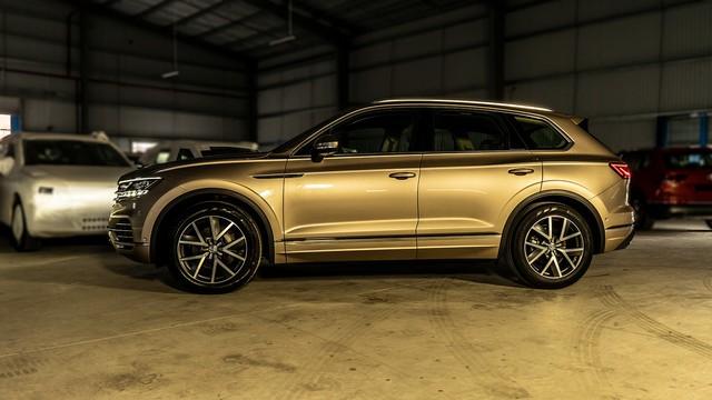 HOT: SUV 5 chỗ Volkswagen Touareg 2019 chung khung gầm Lamborghini Urus đã về Việt Nam, sẵn sàng ra mắt - Ảnh 1.
