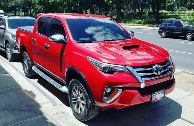 Dân chơi lột xác Toyota Hilux thành Fortuner bán tải, độ cả theo kiểu Lexus LX570 - Ảnh 5.