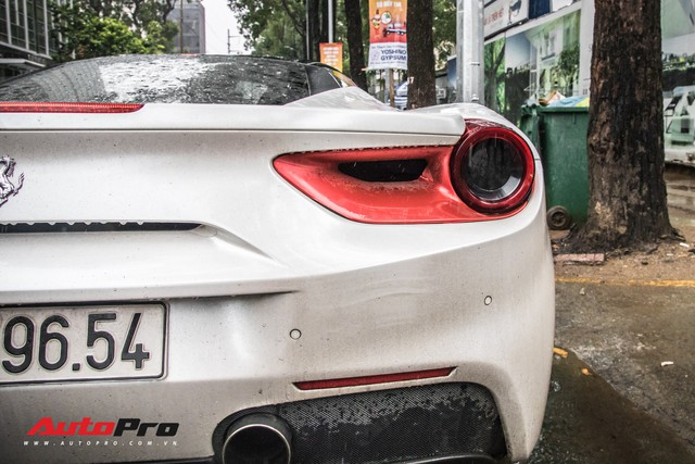 Đại gia Sài Thành tân trang Ferrari 488 GTB bằng decal lạ mắt - Ảnh 9.