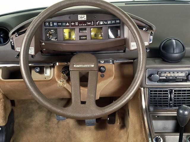 7 chi tiết đặc trưng tạo thành bản sắc của những hãng xe danh tiếng - Ảnh 3.