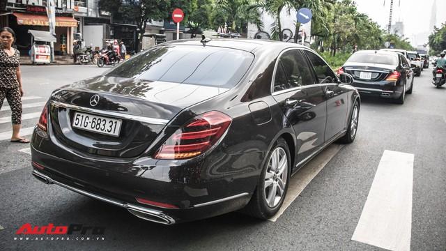 Thiếu gia Sài Gòn rước dâu bằng dàn xe sang trắng, đen hoành tráng - Ảnh 10.