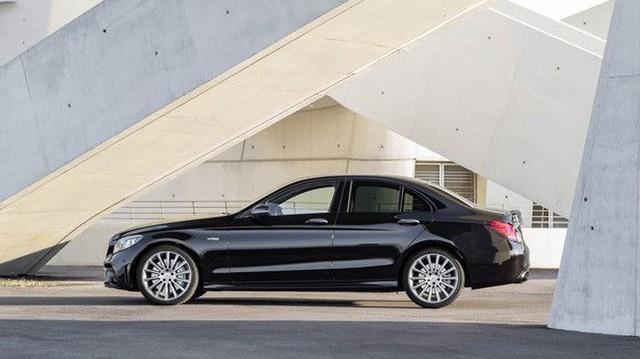 Xe lướt nhiều nhất là Mercedes C-Class nhưng hãng bị lướt nhiều nhất lại là BMW