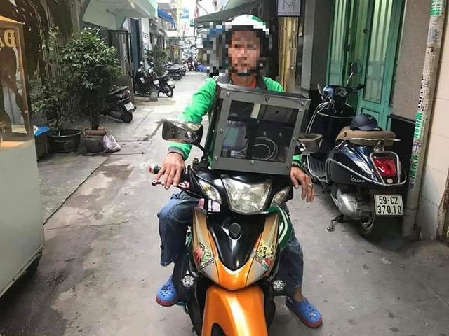 Góc sáng tạo: Bác tài xế Grab gắn bộ phát sóng wifi lên đầu xe để khách thoải mái dùng internet miễn phí - Ảnh 2.