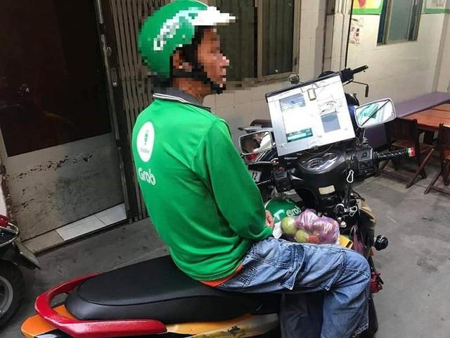 Góc sáng tạo: Bác tài xế Grab gắn bộ phát sóng wifi lên đầu xe để khách thoải mái dùng internet miễn phí - Ảnh 4.