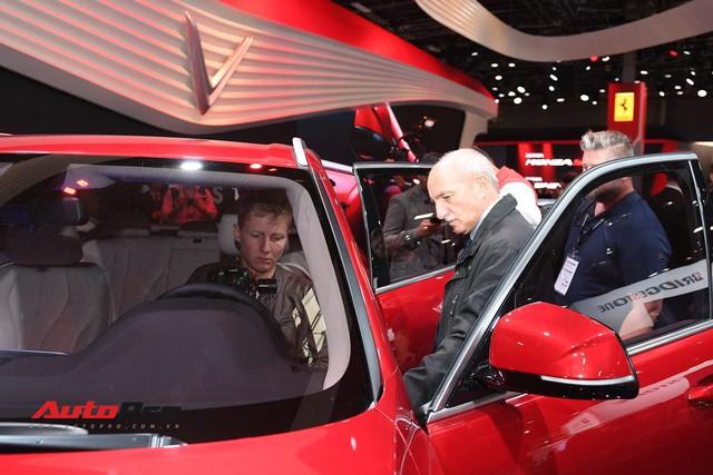 Đứng cạnh Ferrari nhưng xe VinFast vẫn hút đông đảo truyền thông quốc tế - Ảnh 3.