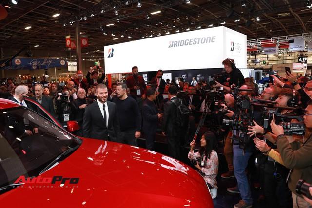 Đứng cạnh Ferrari nhưng xe VinFast vẫn hút đông đảo truyền thông quốc tế - Ảnh 8.