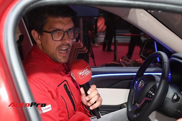 Đứng cạnh Ferrari nhưng xe VinFast vẫn hút đông đảo truyền thông quốc tế - Ảnh 6.