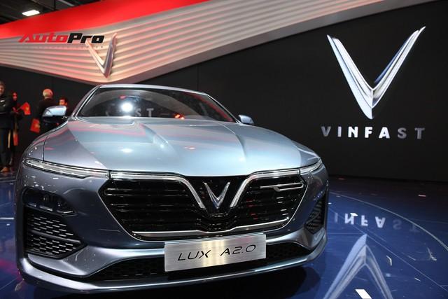 HOT: Chi tiết ngoại thất sedan VinFast LUX A2.0 vừa ra mắt hoành tráng tại Paris Motor Show 2018 - Ảnh 1.