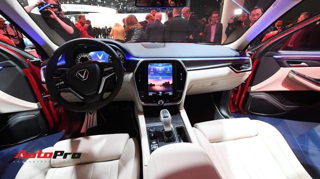 Cận cảnh nội thất SUV VinFast LUX SA2.0: Linh hồn Việt Nam lồng trong thiết kế châu Âu
