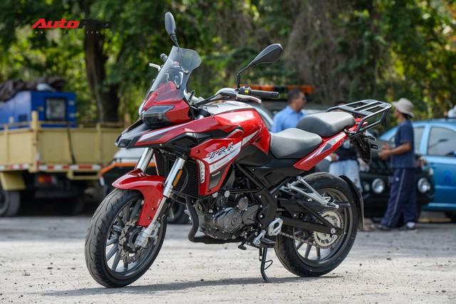 Mô tô Benelli TRK 251 ra mắt, về Việt Nam giữa năm sau với giá trên 80 triệu đồng - Ảnh 1.