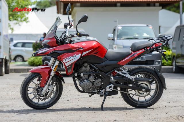 Mô tô Benelli TRK 251 ra mắt, về Việt Nam giữa năm sau với giá trên 80 triệu đồng - Ảnh 2.