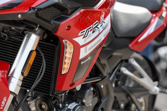 Mô tô Benelli TRK 251 ra mắt, về Việt Nam giữa năm sau với giá trên 80 triệu đồng - Ảnh 5.