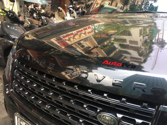 Range Rover Autobiography của đại gia Sài Gòn đen từ đầu đến chân đeo biển tứ quý 7 - Ảnh 4.